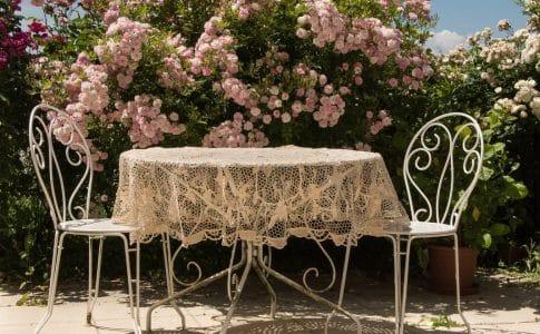 Pour votre terrasse, pensez aux plots pour dalle de béton